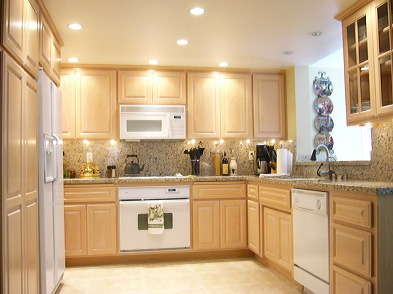 Granite Kitchen Countertops With Maple Cabinets